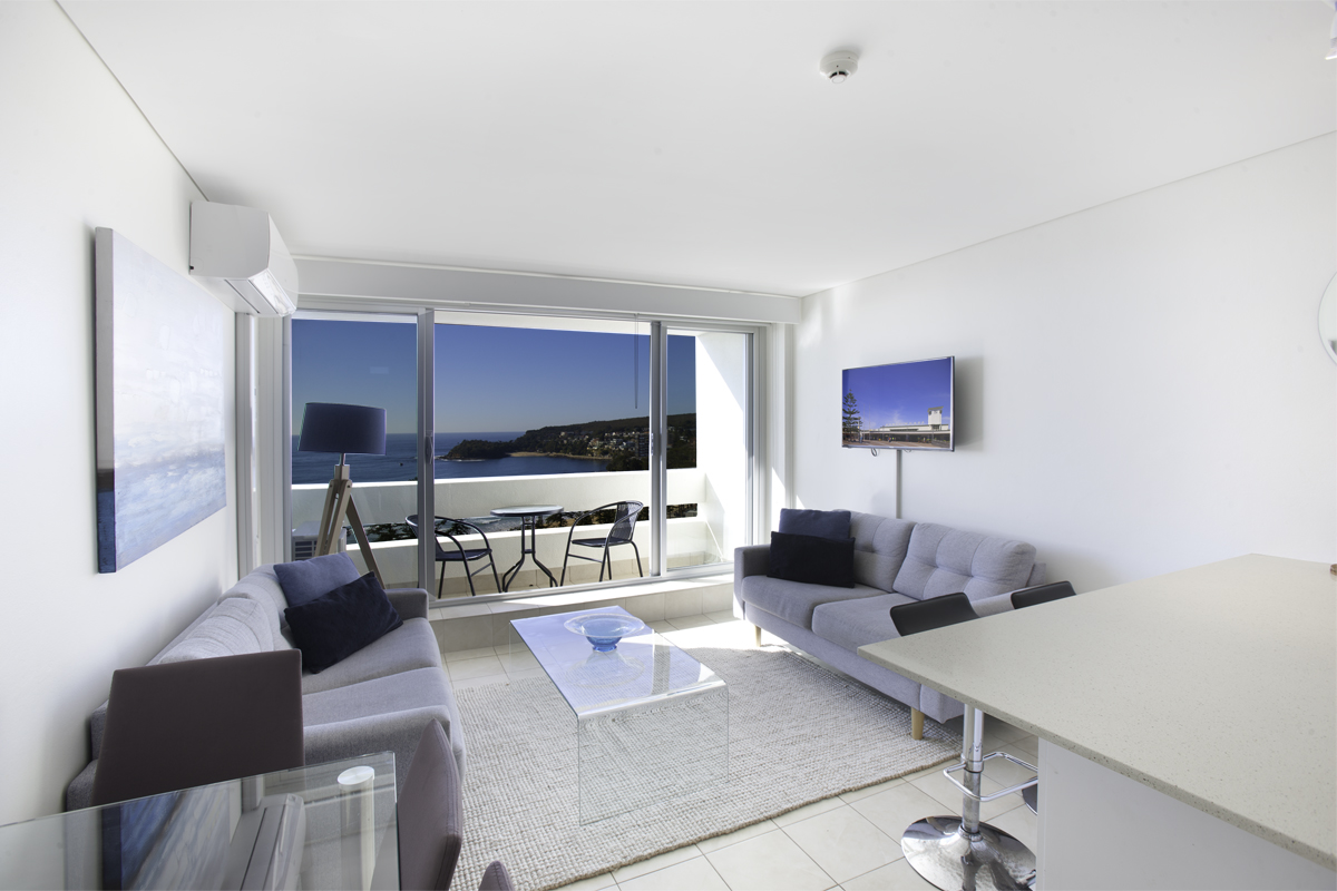 Stunning water views from open plan kitchen, lounge and dining. Reverse cycle air con. Free WIFI.